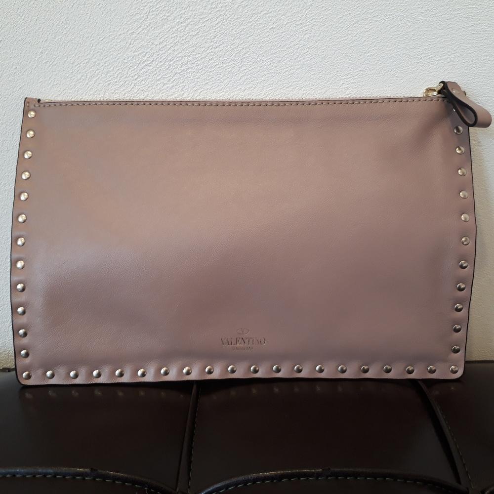 479ad1d04e9e 2019年1月31日 ヴァレンティノのロックスタッズ クラッチバッグを買取させて頂きました。東京都港区のブランド買取リユース ショップ「エコスタイル広尾店」