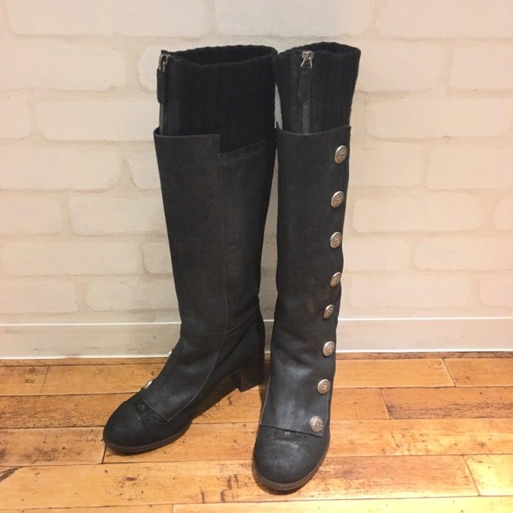 5acc6a66709a 2019年1月19日 シャネルのココマークボタン フロントジップ レザー ロングブーツをブランド靴買取のエコスタイル銀座本店で買取致しました。
