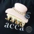 ◇acca アッカ ラインストーン付きミニヘアクリップ ピンクベージュ/ゴールド ヘアアクセサリーの買取実績です。
