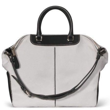 TOD'S ミッキー レザーショルダーストラップ付き 2WAY ハンドバッグの買取強化例です。