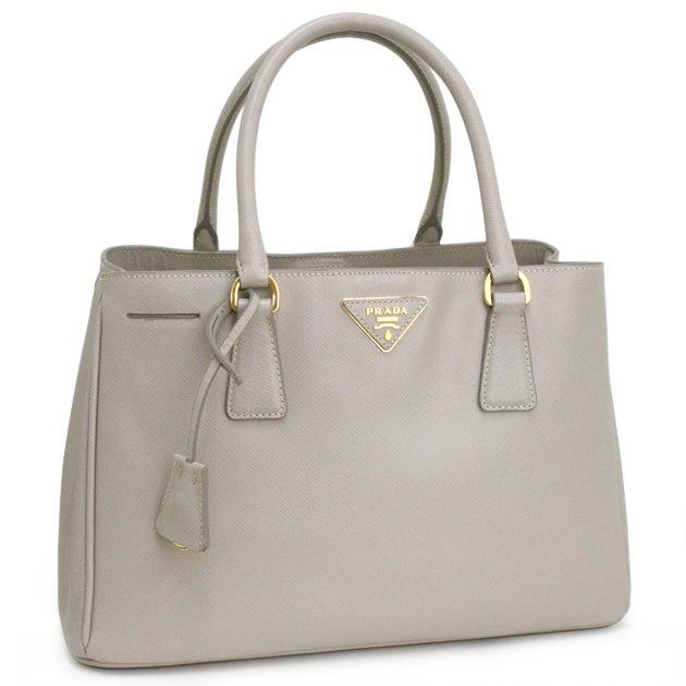 プラダ グレー クロシェット鍵付き サフィアーノレザー トートバッグ 中古美品の買取強化例です。