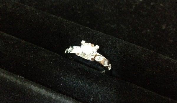 10489の1.045ct ダイヤモンドリング プラチナ950 鑑定書付きの買取実績です。