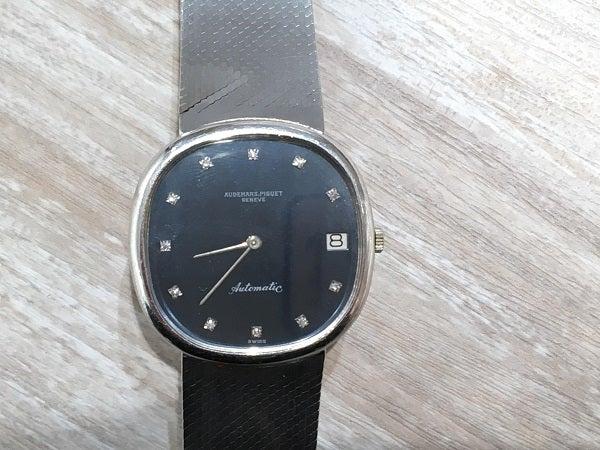 オーデマピゲの金無垢時計 自動巻きの買取実績です。
