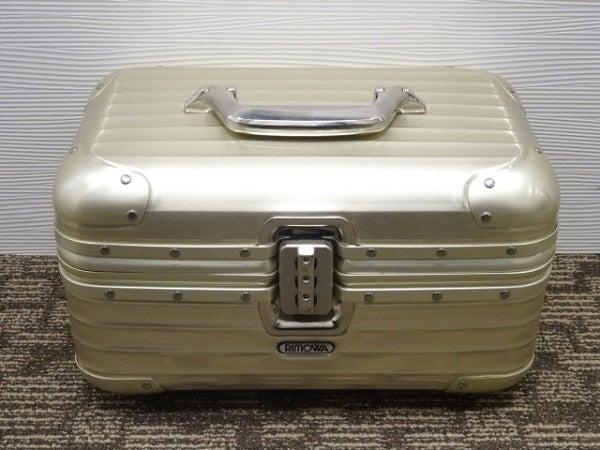 リモワの914.38 トパーズ ゴールド ビューティケース  バニティバッグ 17L の買取実績です。