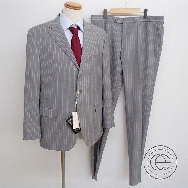 カンタレリのグレーピンストライプ 3B スーツの買取実績です。