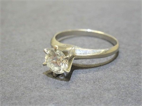 ダイヤモンドのPt900 4.7g 1.01ct VSダイヤリングの買取実績です。
