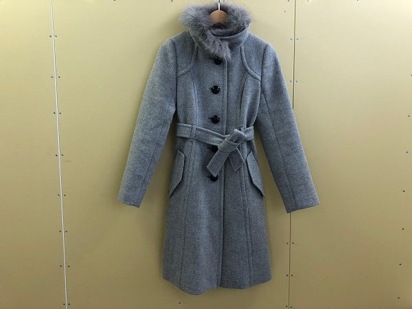 バーバリーの13年製 グレー ファー取り外しコートの買取実績です。