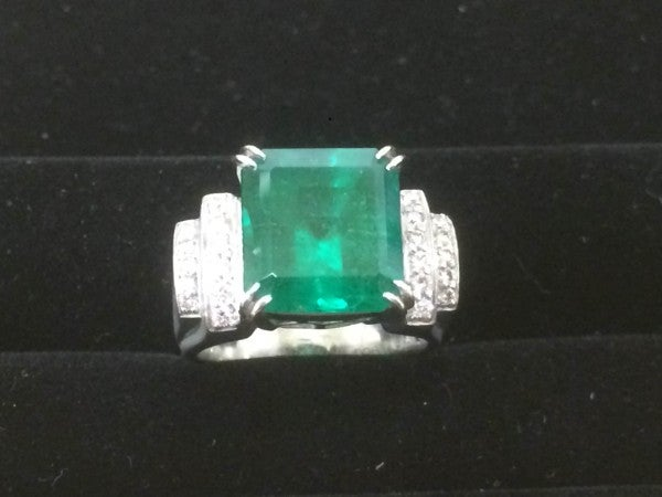 エメラルドの宝石 エメラルド pt900 リングの買取実績です。